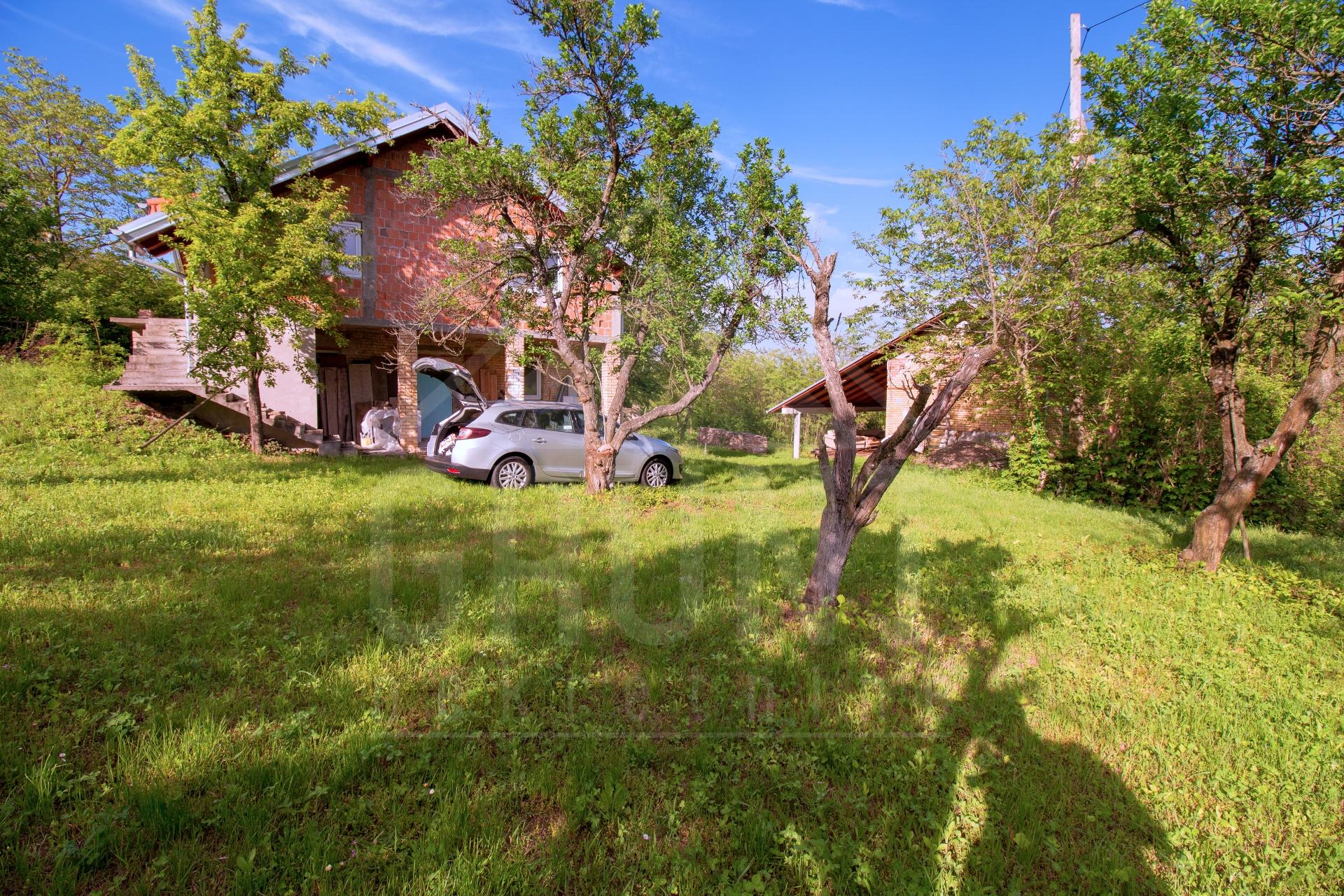 9 vikendica | 3,5 hektara zemljišta | Batina